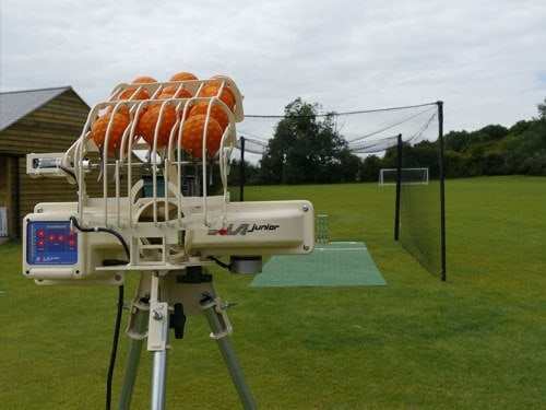 JUNIOR BOLA BOWLING MACHINE
